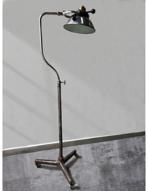LAMPARA DE PISO DENTAL